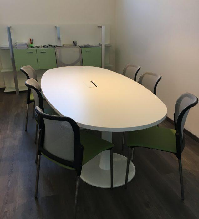 Tavolo ovale sala riunioni Torgiano